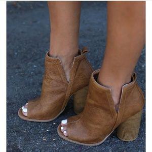 Shoes - 💕PREORDER Tan Peep Toe Booties